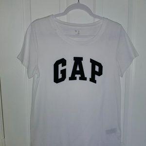 Gap logo t- shirt. NWOT